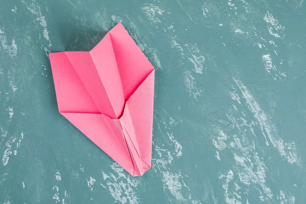 Biznesowy sukces i koncepcja przywództwa z papierową rakietą.