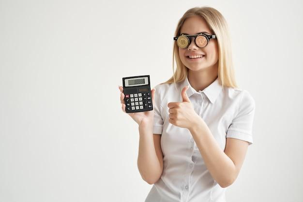 Bizneswoman handlu internet finanse inwestycje technologie górnicze. zdjęcie wysokiej jakości