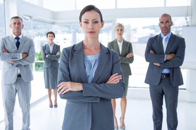 Bizneswoman koledzy ręka krzyżująca