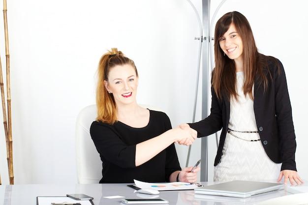 Bizneswoman pracuje w biurze