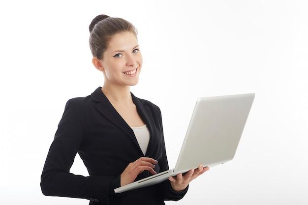 Bizneswoman pracuje z laptopem