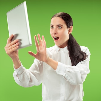 Bizneswoman z laptopem.