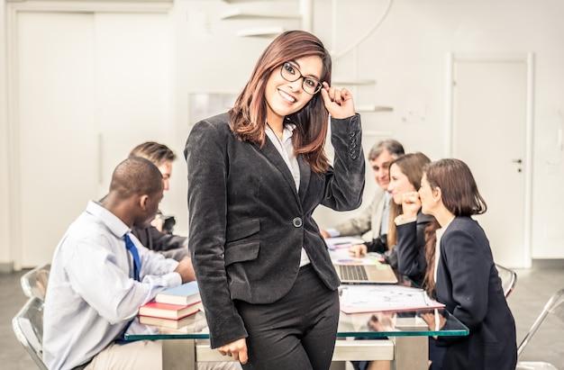 Bizneswomanu portret w biurze