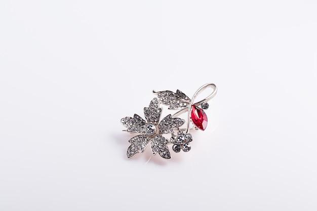Biżuteria i biżuteria na białym tle... izoluj. skopiuj miejsce