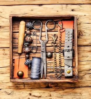 Biżuteria retro i narzędzia retro