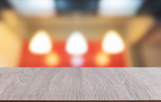 Blat wykonany z drewna z niewyraźne tło oświetlenia bokeh tabeli