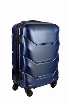 Błękitna walizka odizolowywająca na bielu