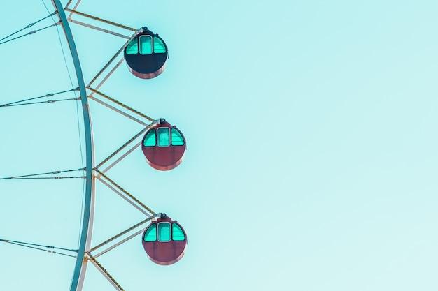 Błękitne niebo ferris uczciwą festiwal