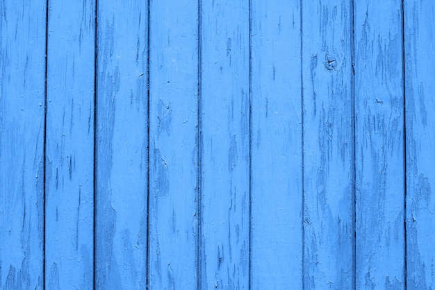 Błękitny drewniany tło deski, tekstura. skopiuj miejsce trendowy kolor klasycznego niebieskiego roku 2020