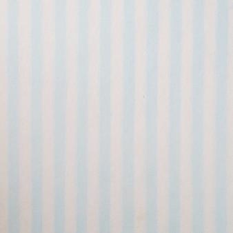 Błękitny i biały pasiasty wzór na morwa papierze textured tło, szczegółu zakończenie