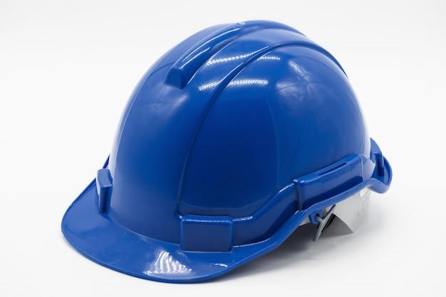 Błękitny inżyniera bezpieczeństwa hełm na bielu