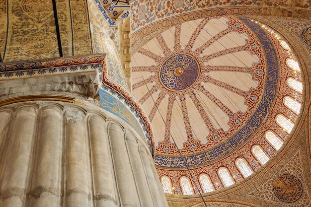 Błękitny meczet, meczet sultanahmet, widok wewnątrz kopuł