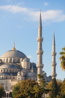 Błękitny meczet w istanbuł na słonecznym dniu