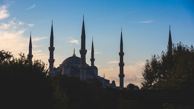 Błękitny meczet w istanbuł, podświetlenie przy wschodem słońca