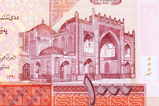Błękitny meczet w mazari sharuf z afgańskich pieniędzy
