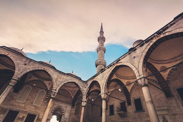 Błękitny meczet w stambule. czas zachodu słońca