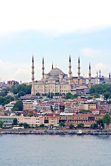 Błękitny meczet w stambule, widok z cieśniny bosfor