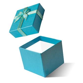 Błękitny prezenta pudełko otwarty odosobniony na białym tle