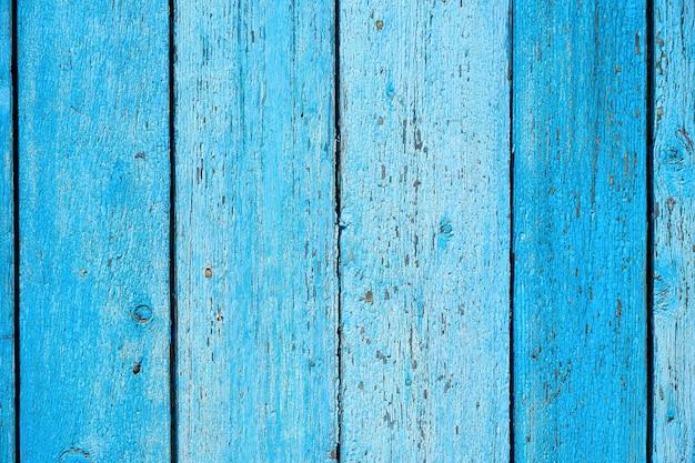 Błękitny stary drewniany tło z krakingową farbą, równoległe deski