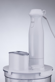 Blender na jasnym tle. zbliżenie. urządzenia kuchenne