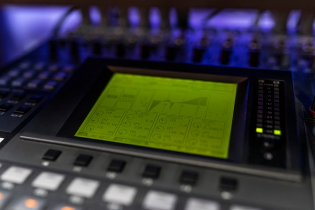 Bliska mikser w studiu nagrań dla dj-a