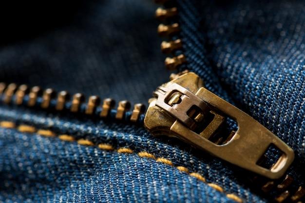 Bliska niebieskie dżinsy zipper.