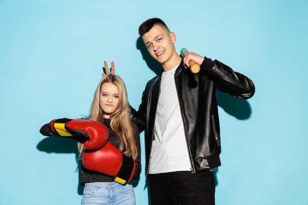 Bliska portret moda dwóch młodych nastolatków całkiem hipster