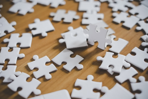 Bliska puzzli na stole