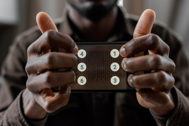 Bliska ręce ze smartfonem