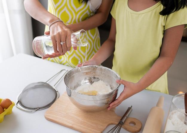 Bliska rodzinne gotowanie
