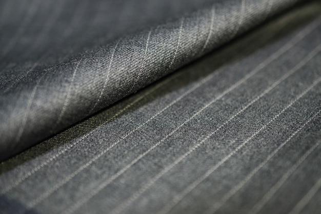 Bliska rola srebrny materiał garnitur, photoshoot przez głębia ostrości dla obiektu