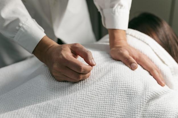 Bliska sesja masażu