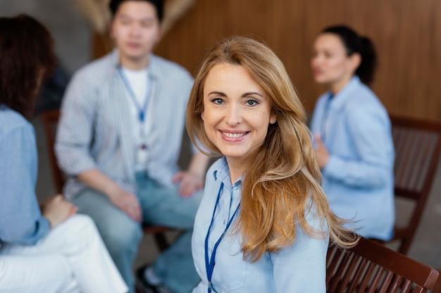 Bliska szczęśliwa kobieta w terapii