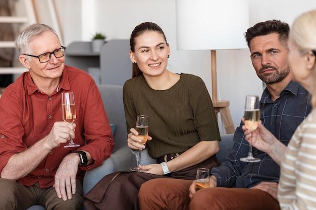 Bliska szczęśliwe rodzinne posiedzenie