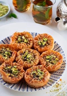 Bliskowschodnia arabska baklava słodkich ciastek