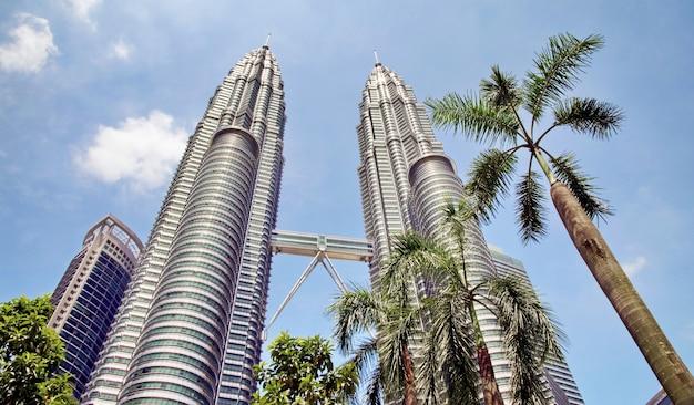 Bliźniacze wieże petronas i sky bridge