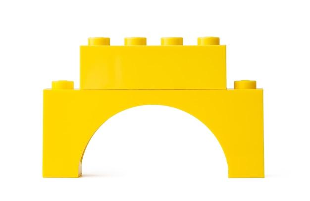 Blok konstrukcyjny kolorowe zabawki z tworzywa sztucznego na białym tle