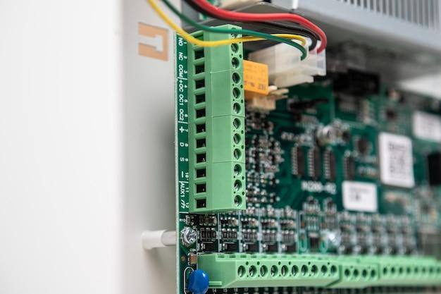 Blok zacisków połączeń elektrycznych.