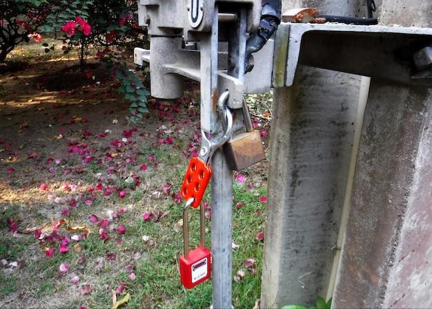 Blokada wyłącznika pneumatycznego 115 kv oznaczenie obsługi ręcznej w celu utrzymania bezpieczeństwa pracownika