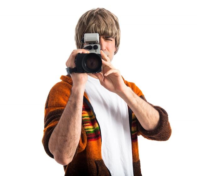Blonde mężczyzna filmowania