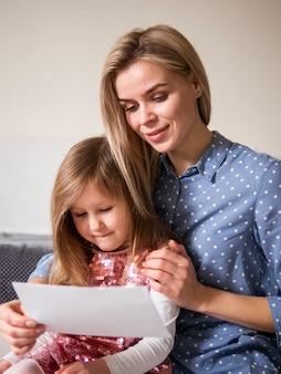 Blondynka razem z córką