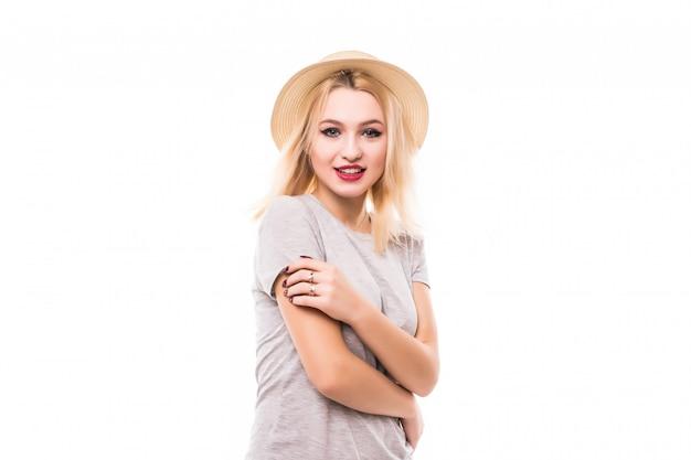 Blondynki kobieta z dużymi oczami zostaje przed biel ścianą