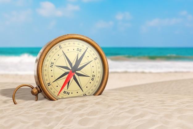 Błyszczący brąz vintage kompas z róży wiatrów na zbliżenie skrajne ocean deserted coast. renderowanie 3d