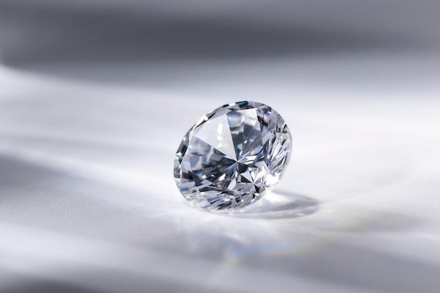 Błyszczący diament