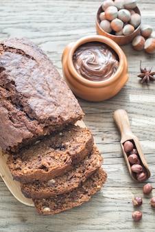 Bochenek chleba bananowo-czekoladowego z kremem czekoladowym