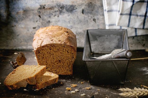 Bochenek domowego chleba żytniego