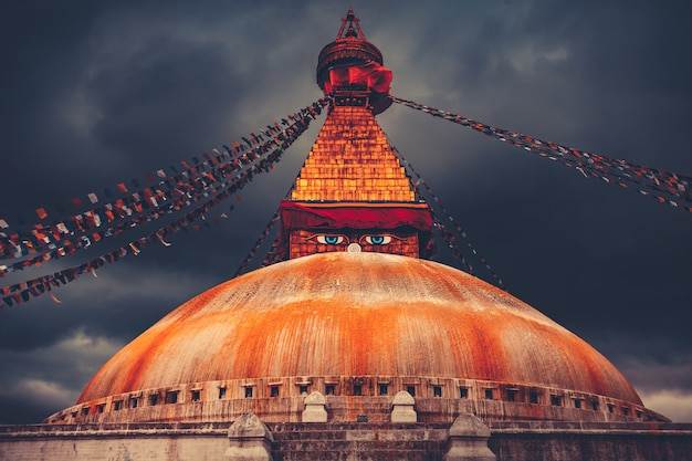 Bodhnath stupa w kathmandu dolinie, nepal