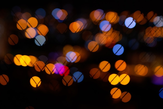 Bokeh miasto zaświeca w czarnym tle