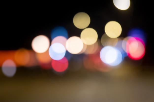 Bokeh nocy światło przy miastem dla tła. piękny okrąg blasku.