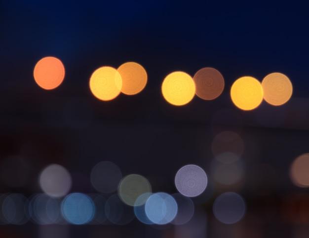 Bokeh światła w mieście w nocy